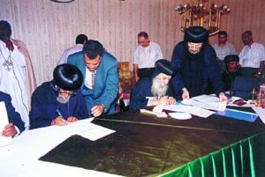 h-h-abune-philippos-and-h-h-shenouda-iii-sign-a-protocol