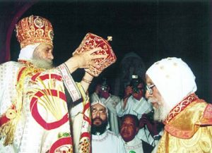 pope-shenouda-iii-l-crowns-the-first-patriarch-of-the-eritrean-orthodox-church